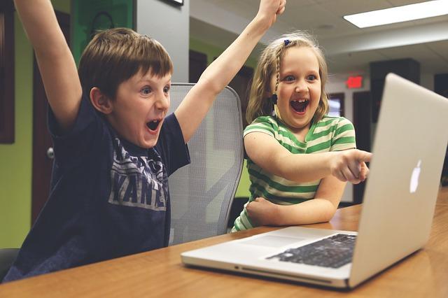 gesture-triumph-children-computer